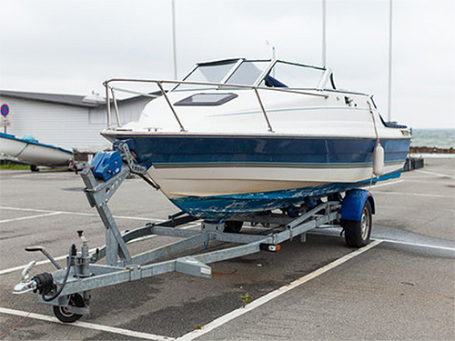 In der Westside Garage Göttingen ist auch Ihr Bootsanhänger optimal gegen Wind, Nässe, Frost und Streusalz geschützt.